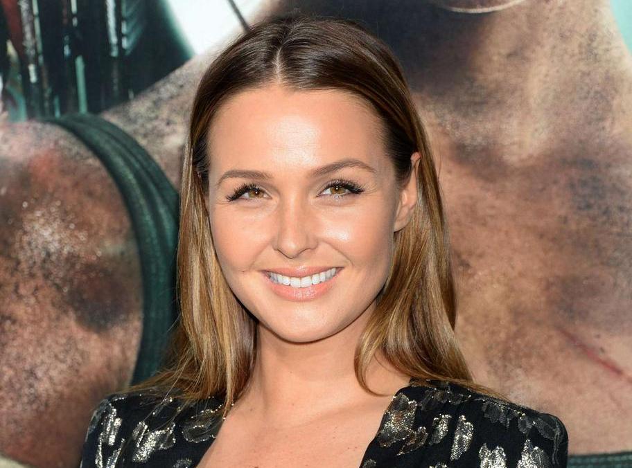 """Camilla-Luddington-""""Tomb-Raider""""-Premiere-in-Hollywood-09"""